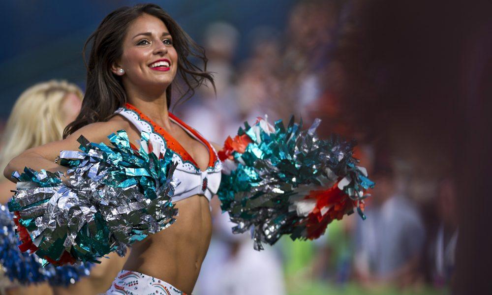 cheerleaders 654359 1920